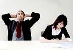 Офисные работники жалуются на бессонницу, близорукость и безответную любовь
