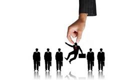 Компании могут значительно улучшить впечатления кандидатов, подробно информируя о рекрутинговом процессе